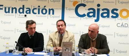 Presentado un libro del Sello Editorial UCA que rescata las vivencias de dos puntales de la mítica comparsa de Paco Alba, autor de los Carnavales de Cádiz